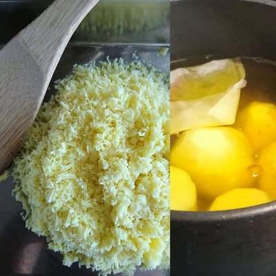 湯がいているさつま芋と裏ごししたお芋が並んでいます