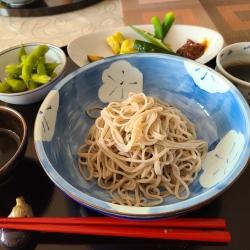 ざる蕎麦と野菜の梅味噌添え&枝豆