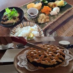 和定食と焼き菓子が並んでいます